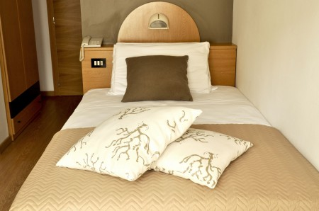 Single rooms with French bed